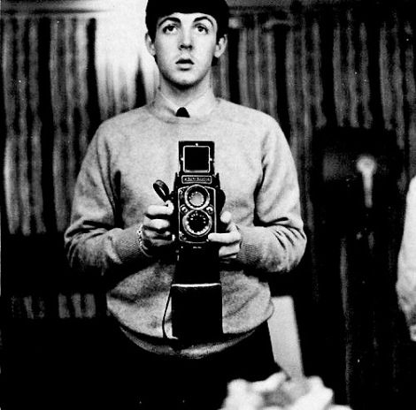 Paul-McCartney-self-portrait-with-a-twin-reflex-camera